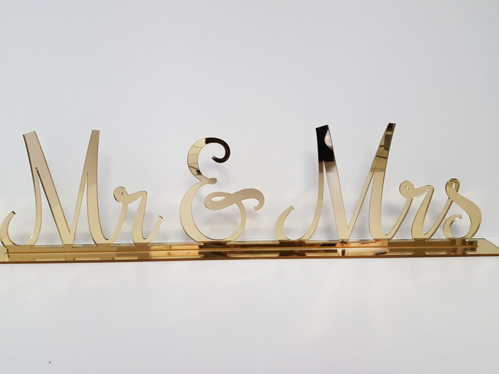 Sign Mr & Mrs Table Setting Gold Mirror